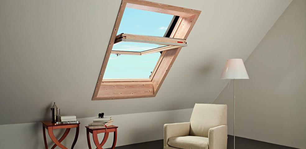 roto dachfenster aus holz mit eindeckrahmen und w rmed mmung. Black Bedroom Furniture Sets. Home Design Ideas