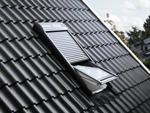 """Velux Sparpaket """"SunProtectSolar"""" - Dachfenster Kunststoff mit Eindeckrahmen und Solar Rollladen SSL"""