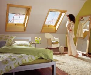 Roto Dachfenster aus Holz mit Eindeckrahmen und Wärmedämmung