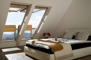 FAKRO FGH-V/U Galeria Balkonfenster mit weißer Polyurethanschicht