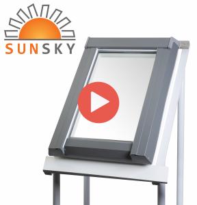 """Modernes Kunststoff-Ausstiegsfenster """"SunSky - der Dachausstieg"""" mit Eindeckrahmen für Warmdach"""